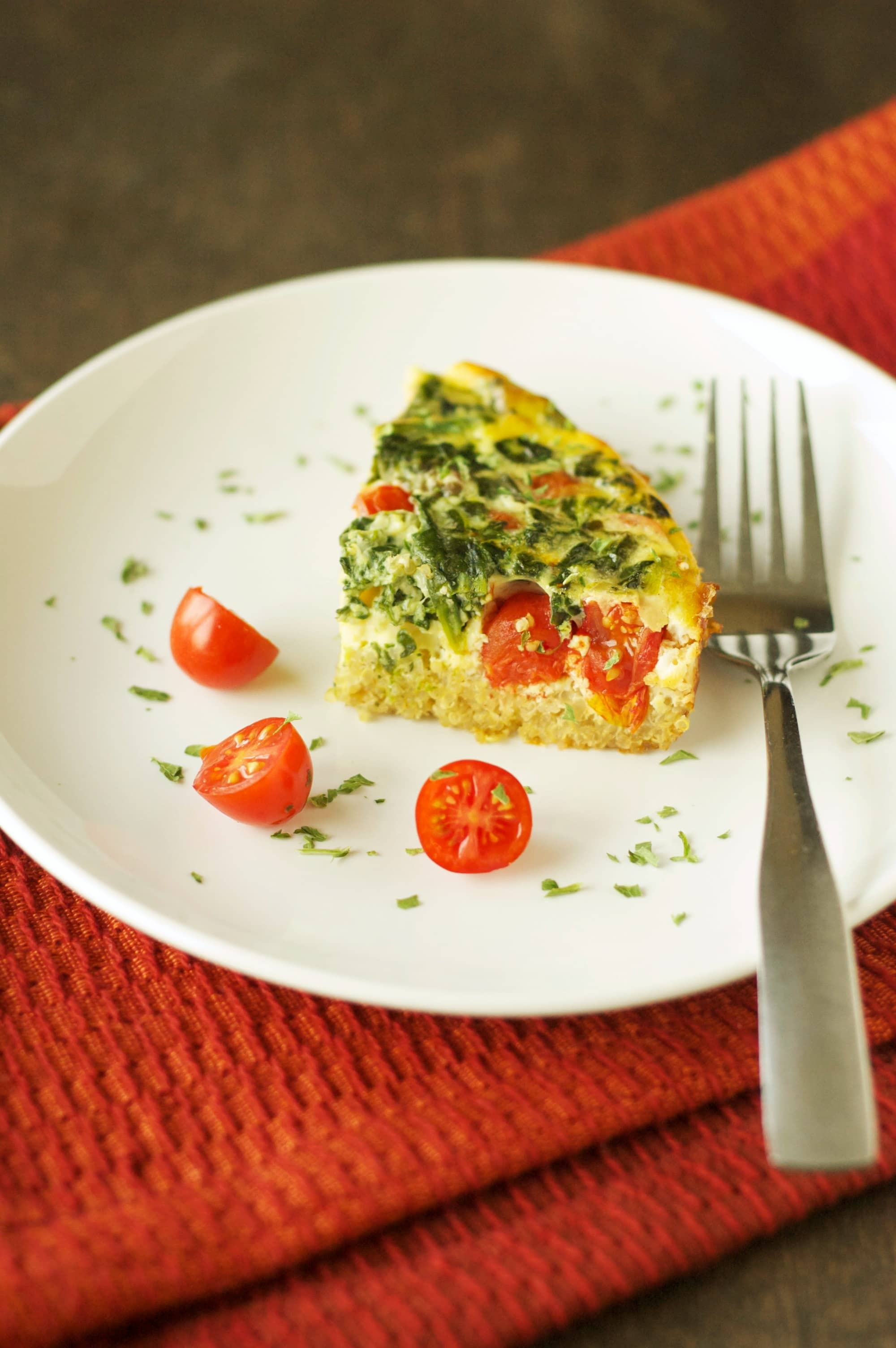Crockpot Quinoa Breakfast Casserole with Tomatoes and Spinach