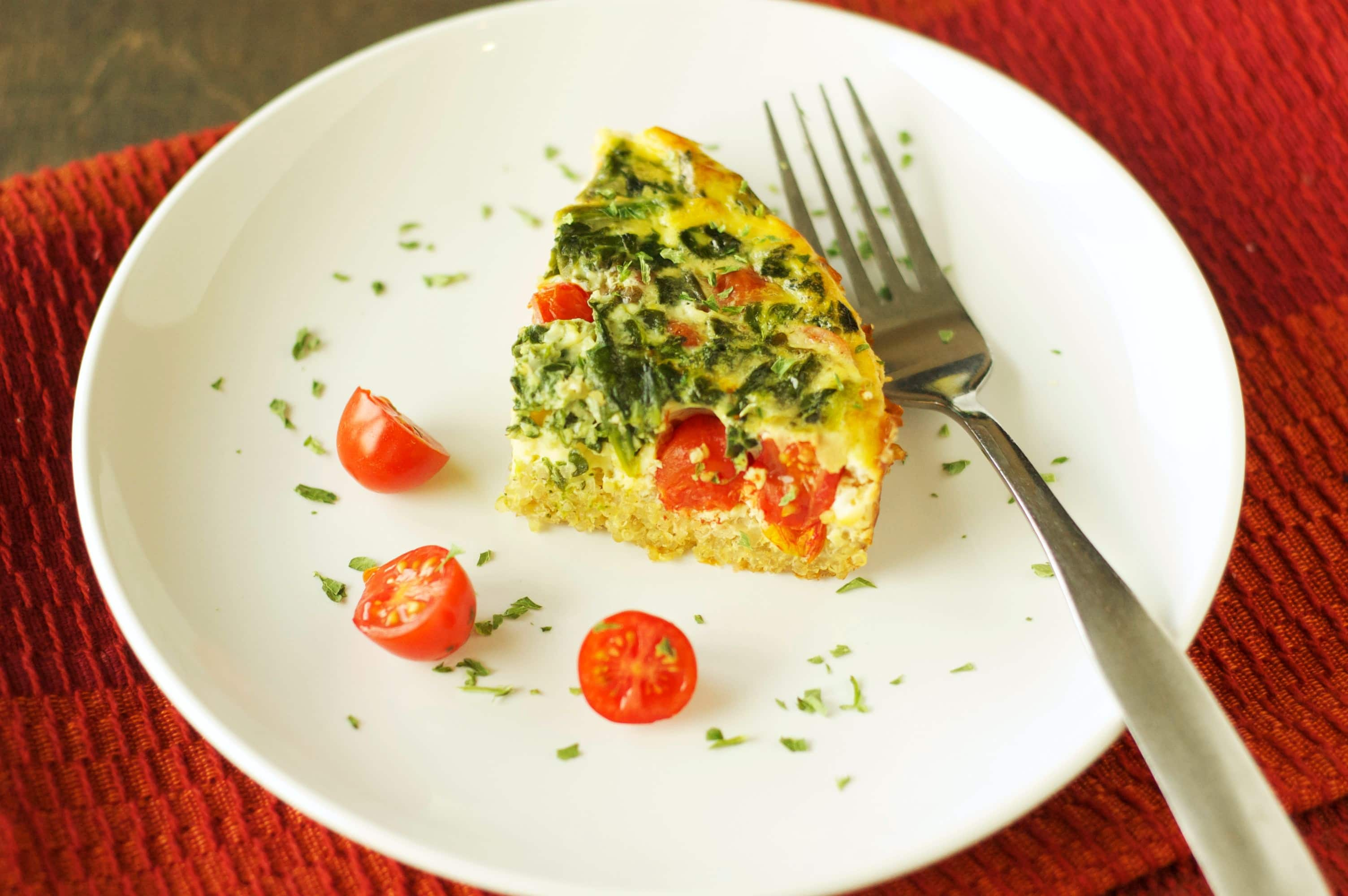 Slow Cooker Quinoa Breakfast Casserole with Tomatoes and Spinach