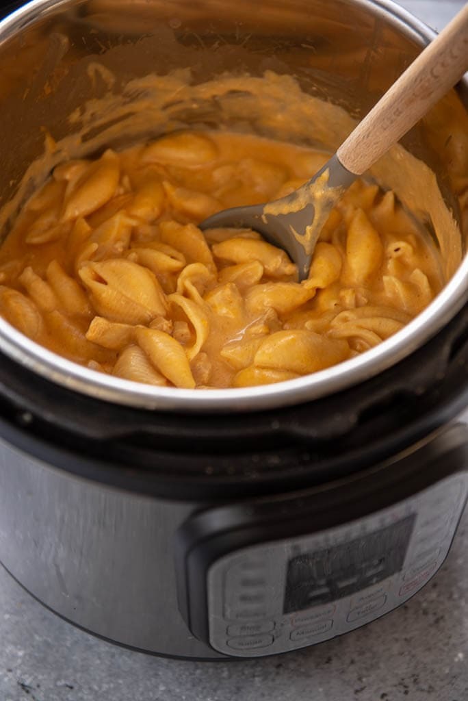 instant pot filled with buffalo chicken Mac and cheese